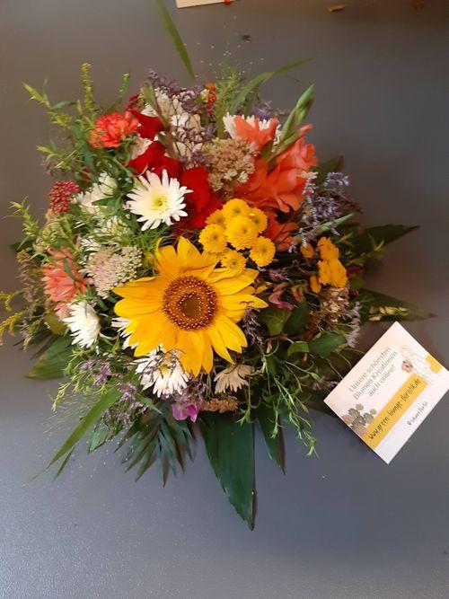 Blumenstrauß rund gebunden herbstlich