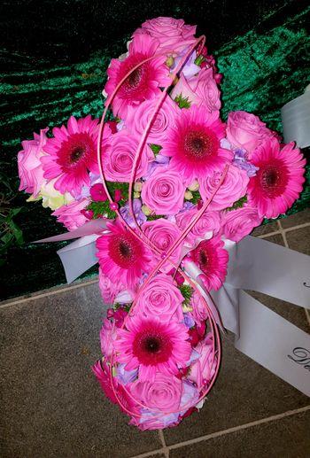 Kreuz aus Blumen