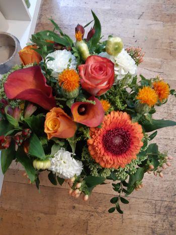 Blumenstrauß rund gebunden