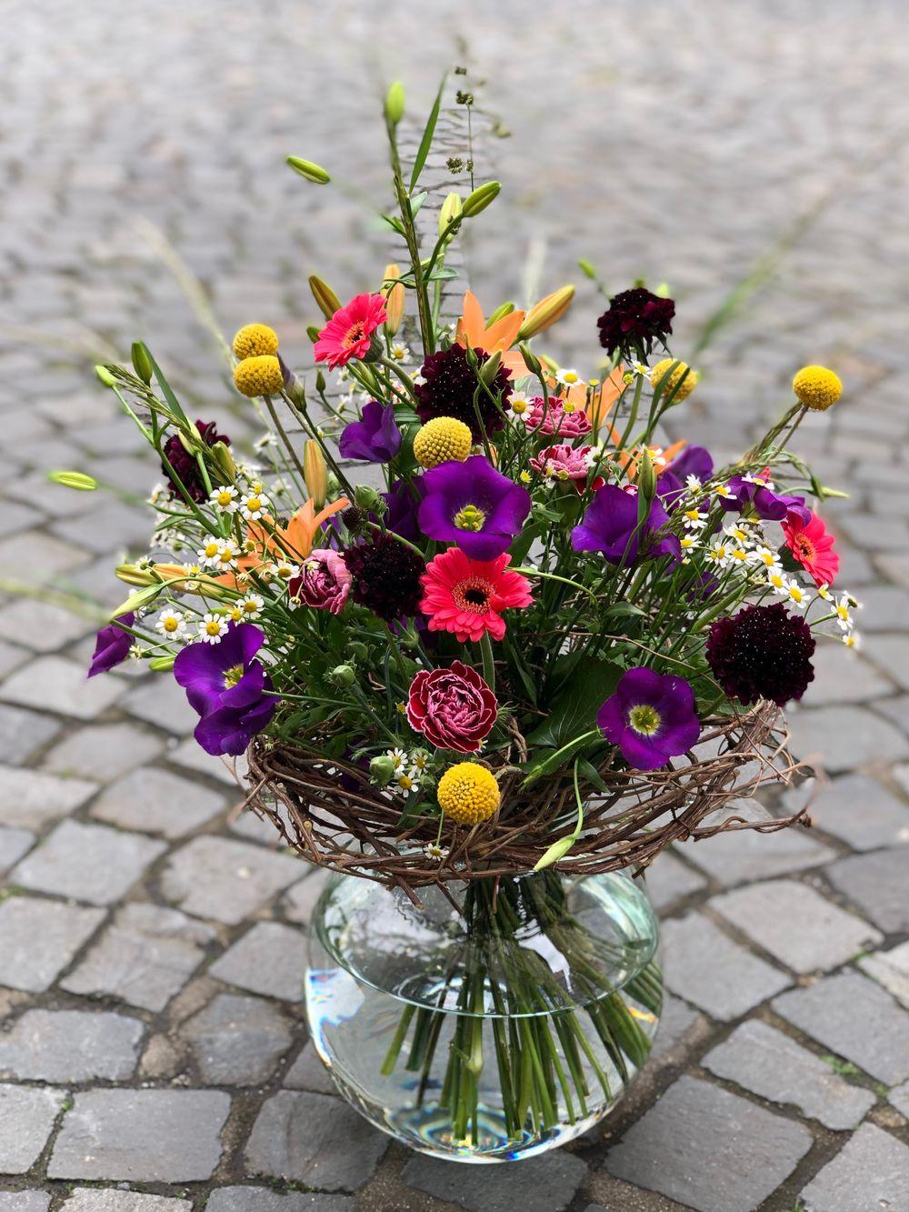 Blumenstrauß rundgebunden - zoom