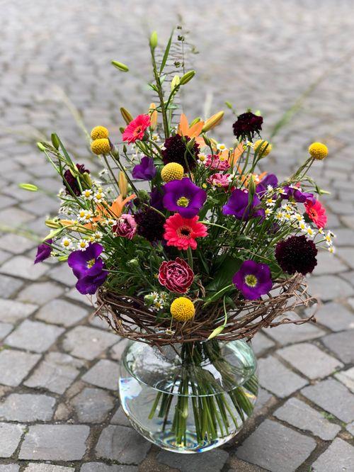 Blumenstrauß rundgebunden