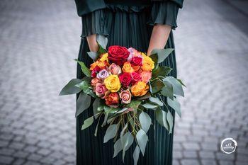 Mix Rosen Strauß, rund und kugelig gebunden